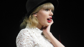 Taylor Swift Performs at Concert