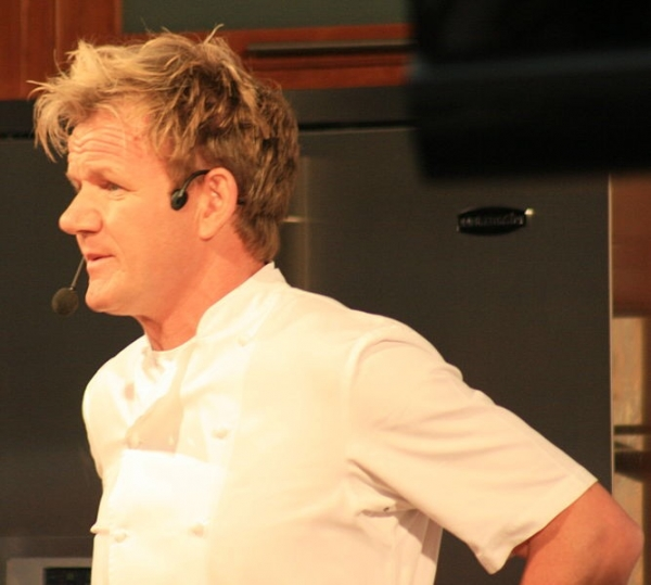 Hell s kitchen season 14 finale episode 16 winner for Gordon ramsay home kitchen