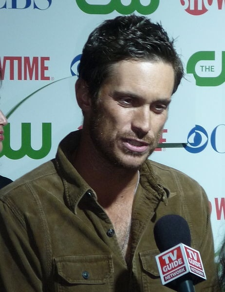 Oliver Hudson Speaks To Reporters
