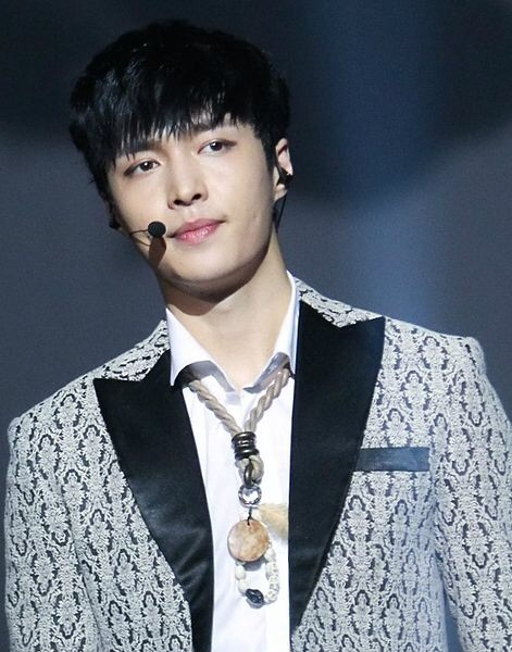Lay Performs with EXO in Singapore
