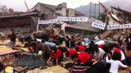 Chinese People Attend Worship Service Despite the Destroyed Church