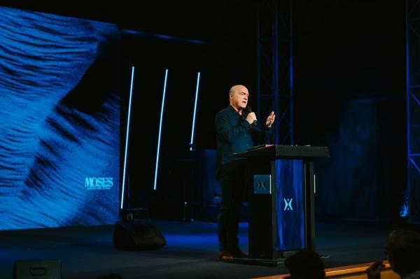 Harvest Christian Fellowship Church Pastor Greg Laurie