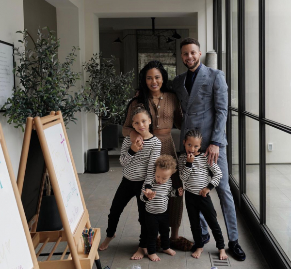 Stephen Curry encourages to celebrate Easter Sunday at home