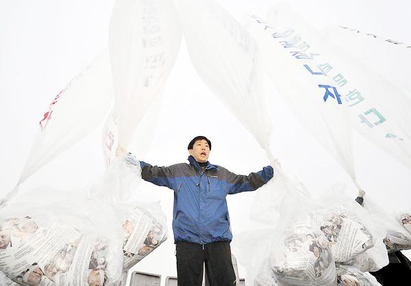 Sending Balloons to North Korea people