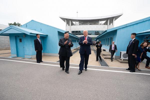 President Trump met Kim Jong-un