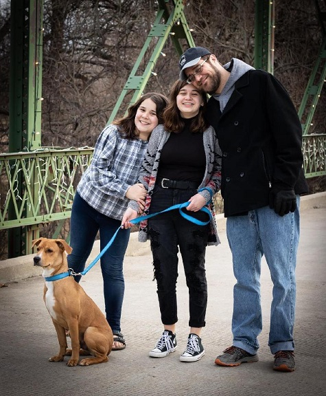 Kansas Pastor Philip Hett with daughters Abigail and Jill