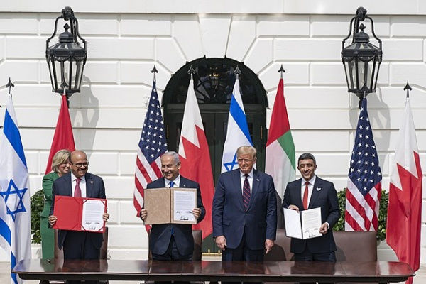 President Donald J. Trump, Minister of Foreign Affairs of Bahrain Dr. Abdullatif bin Rashid Al-Zayani, Israeli Prime Minister Benjamin Netanyahu and Minister of Foreign Affairs for the United Arab Emirates Abdullah bin Zayed Al Nahyanisigns sign the Abraham Accords Tuesday, Sept. 15, 2020, on the South Lawn of the White House. (Official White House Photo by Shealah Craighead)
